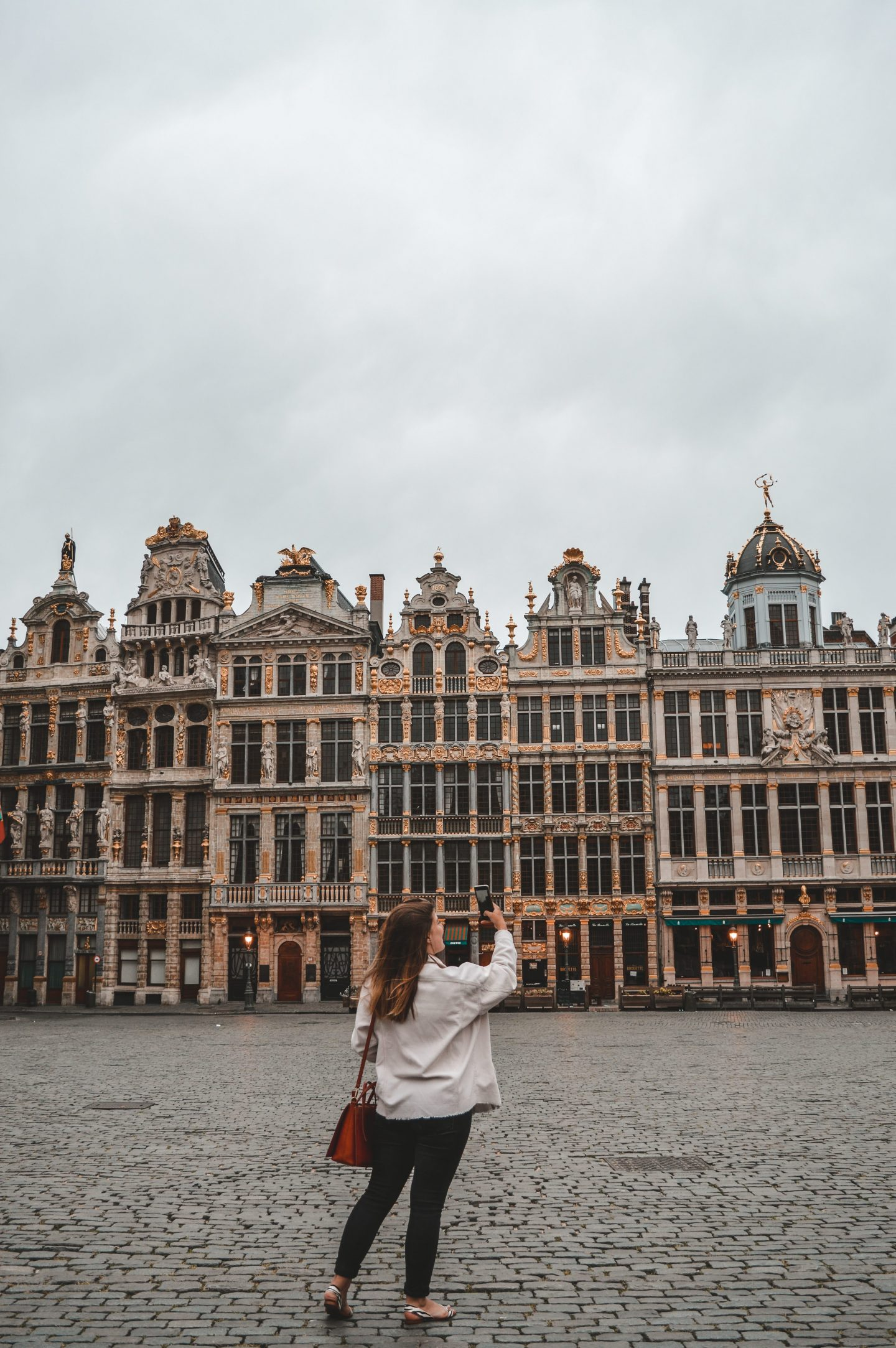 girl in Brussels, photography gear of travel blogger